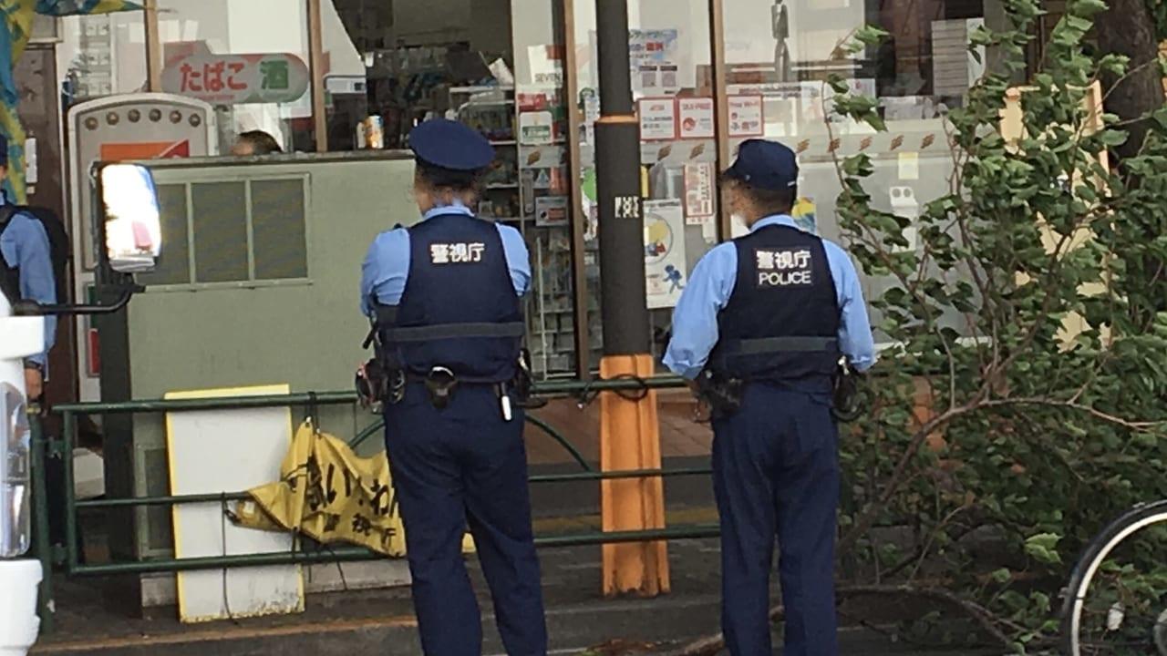 出動する警察官